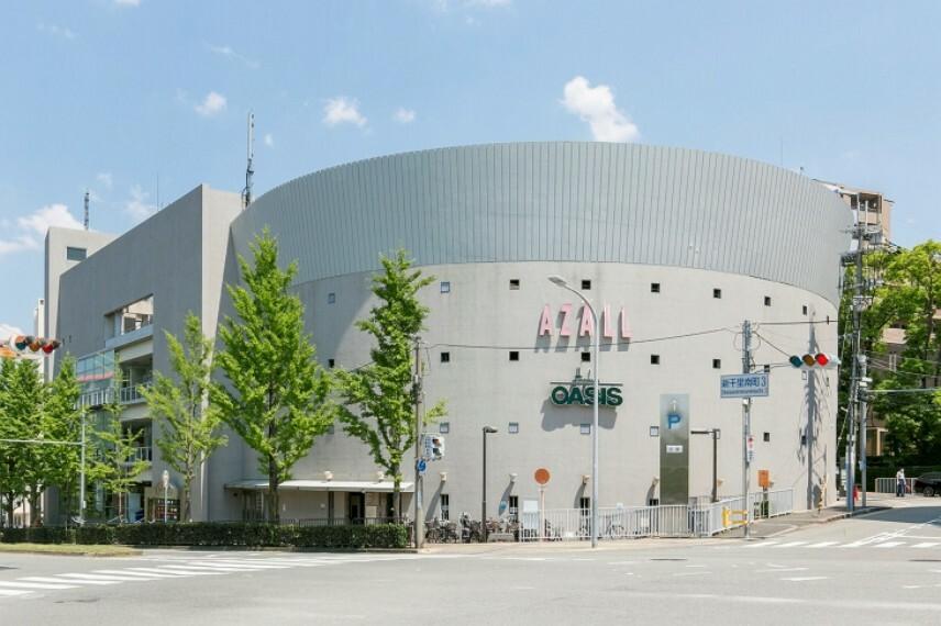 ショッピングセンター 徒歩10分(約750m)。桃山台駅前にある商業施設。生鮮食料品や生活雑貨・グルメ・医療施設・郵便局等が入っています。阪急オアシスの営業時間は10:00~22:00、帰宅時の利用にも便利です。
