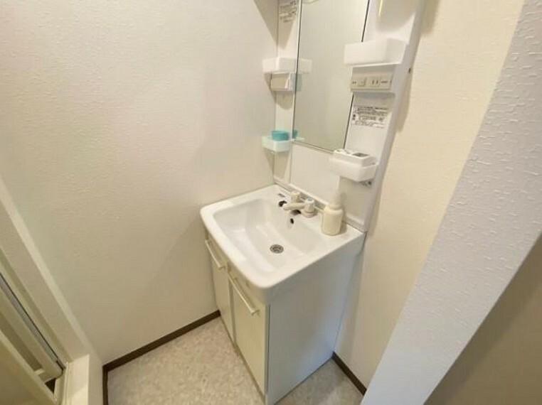 洗面化粧台 身支度も効率よくできる洗面台