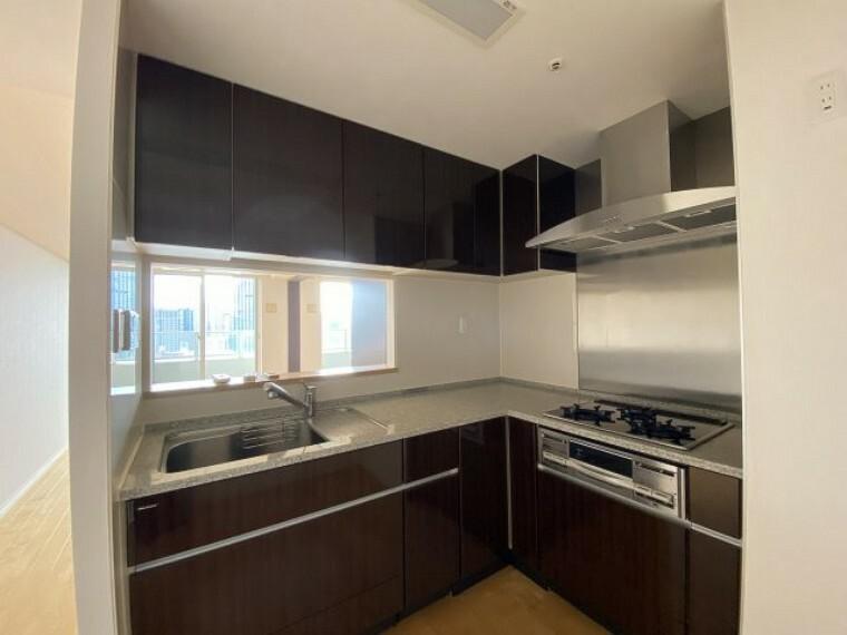 キッチン 2021年7月27日撮影 L字型キッチンで効率よくお料理できます