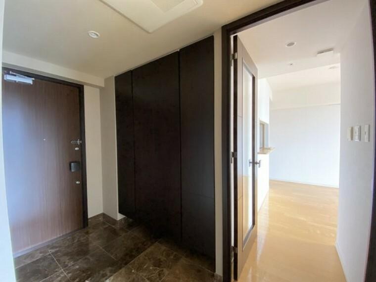 玄関 2021年7月27日撮影 収納力の高いシューズボックス付!すっきりとした空間でお出迎えできます!