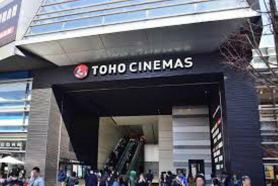 【映画館】TOHOシネマズ新宿まで739m