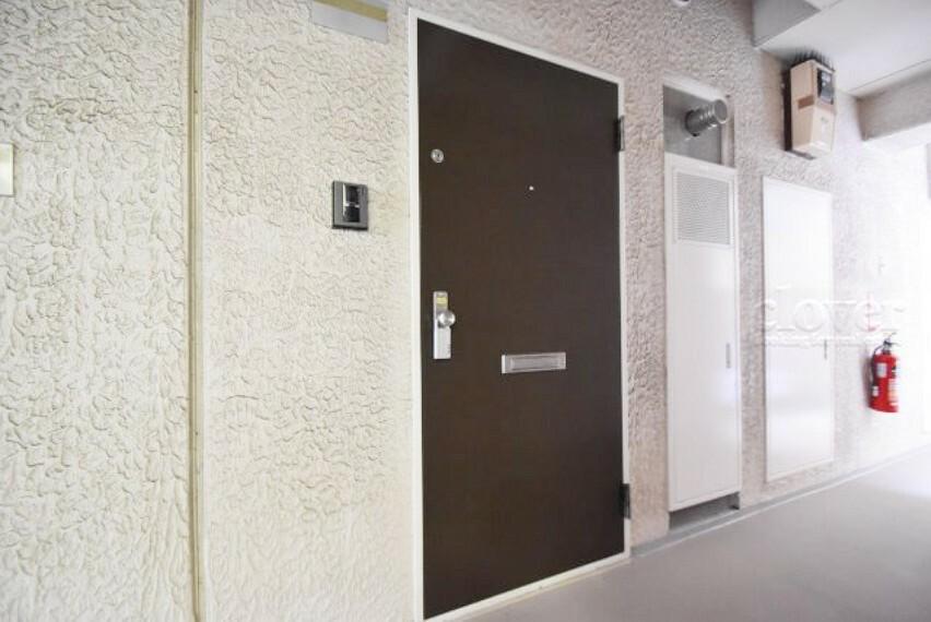 玄関ドア 廊下