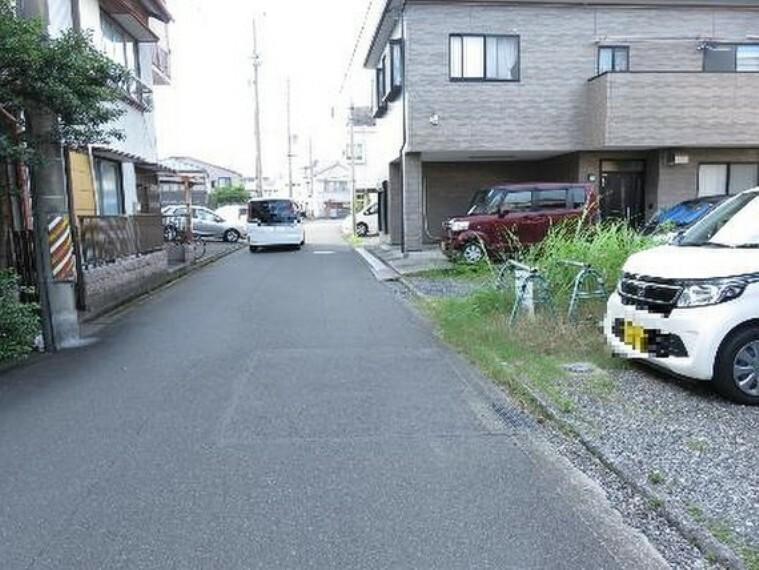 現況写真 西側の前面道路です。