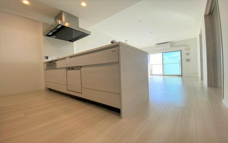 キッチン デザイン性、開放感、一体感を演出できるペニンシュラタイプのオープンキッチン。