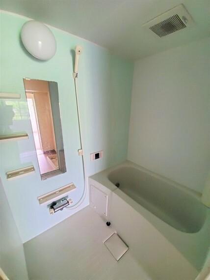 浴室 淡いグリーンが爽やかなバスルーム!