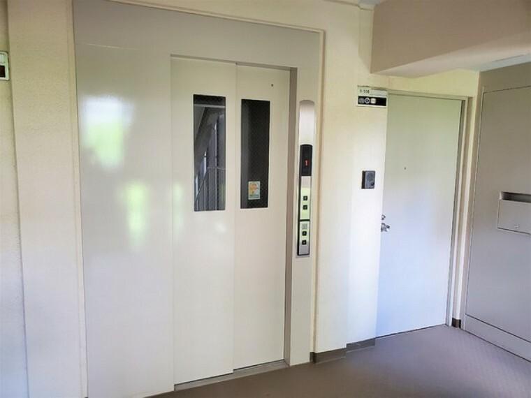 エレベーターはお部屋からすぐ!