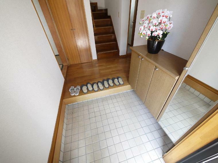 玄関 散らかりがちな玄関もスッキリの玄関収納付
