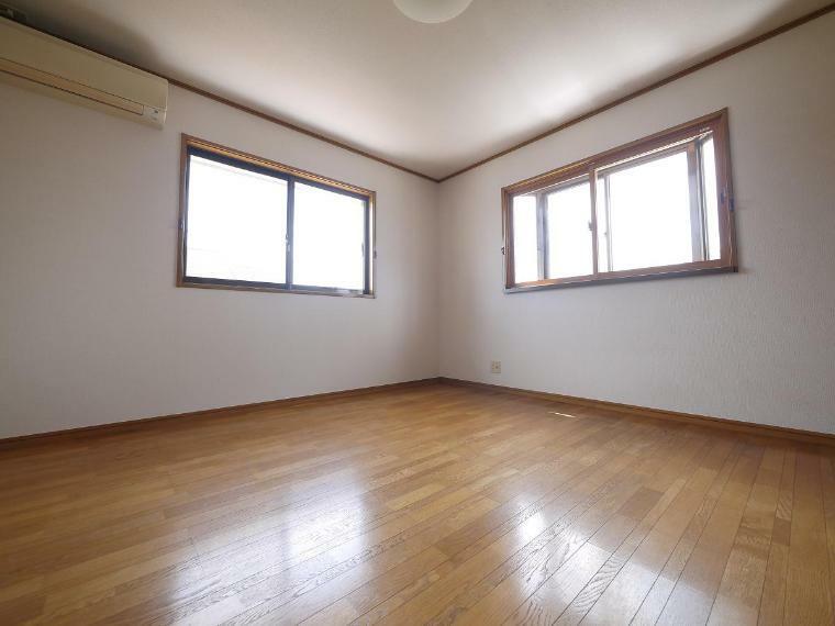 寝室 ご夫婦お二人のプライベートシーンを演出する、やすらぎとくつろぎの空間 2F洋室8帖
