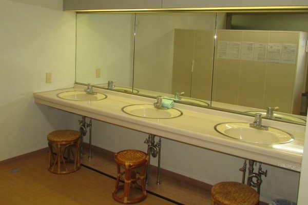 温泉大浴場の化粧スペース