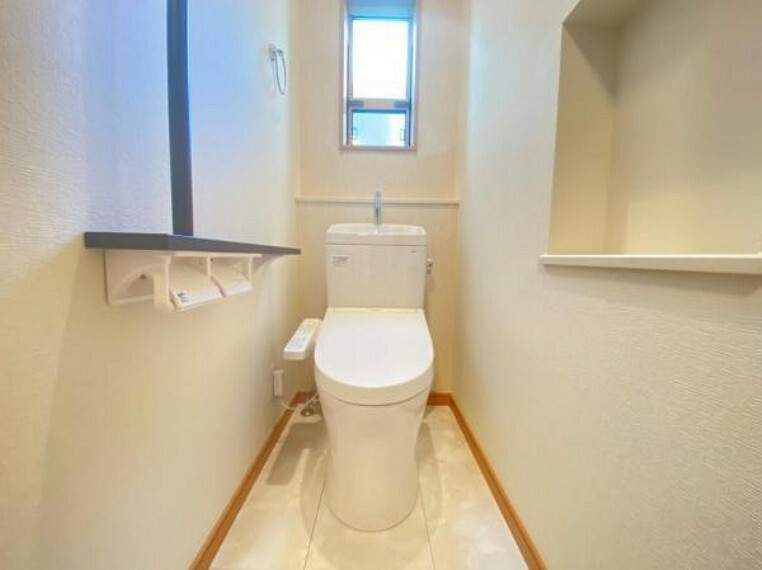 トイレ (トイレ)シャワートイレで毎日快適!サッと拭くだけで汚れもツルンと落ちてお手入れ楽々^^