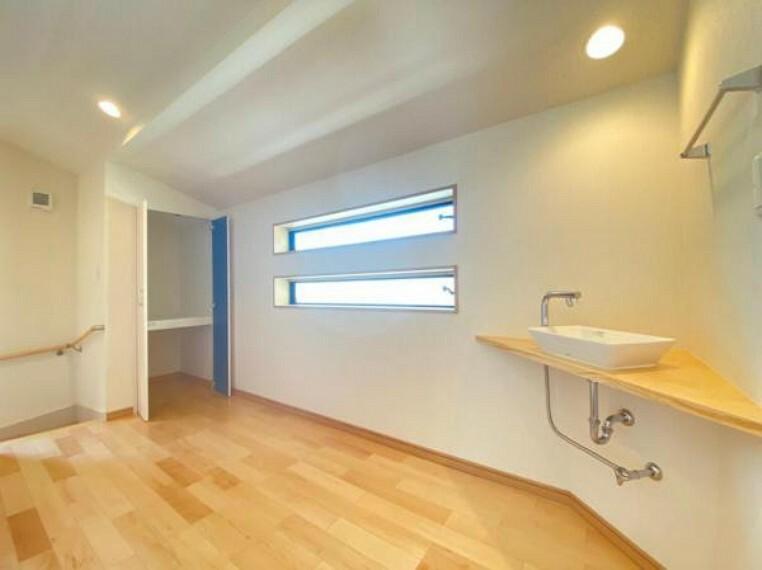 洗面化粧台 (廊下)3階には手洗い器を設置!空間に馴染むお洒落デザインです
