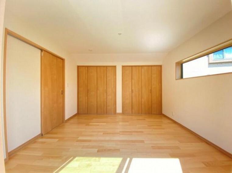 寝室 (洋室)シンプルカラーの明るい洋室だからお気に入りの家具もきっと馴染みます^^