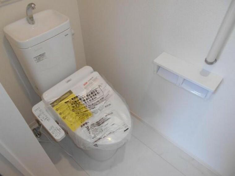 同仕様写真(内観) 【トイレ】フチなし構造で拭き取りやすく、日々のお手入れ楽々!