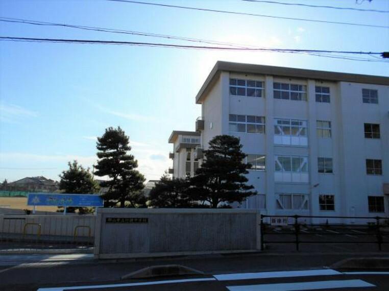 中学校 行健中学校 徒歩約19分(1589m)
