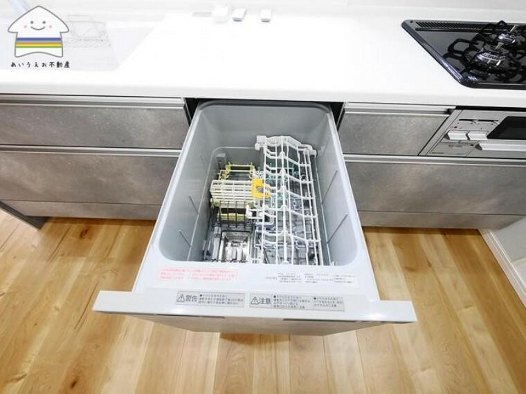 キッチン 食洗器標準搭載。家事の負担を削減し水道代の節約もできます。