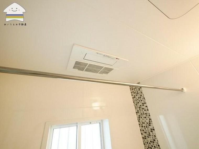 浴室 浴室乾燥付1坪ユニットバス。雨が続く時期に有って欲しい設備ですよね