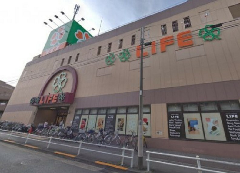 スーパー 【スーパー】ライフ 若松河田駅前店まで360m