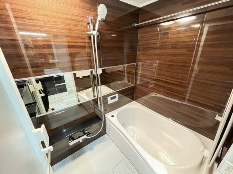 浴室 浴室乾燥付きなので、雨の日の洗濯の不安がなくなりますね。奥様の洗濯干しも洗面と繋がっているので時間短縮にもなりますね