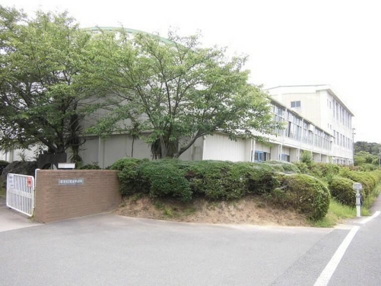 中学校 常滑市立青海中学校