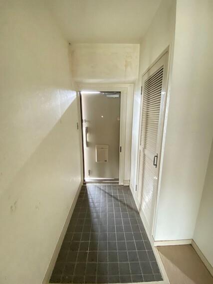 玄関 北向きの玄関は扉を開くと琵琶湖を一望できます。