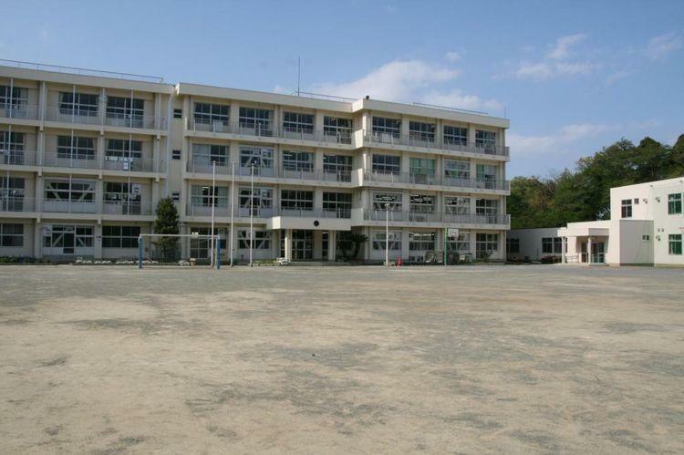 小学校 千葉市立平山小学校 徒歩7分。