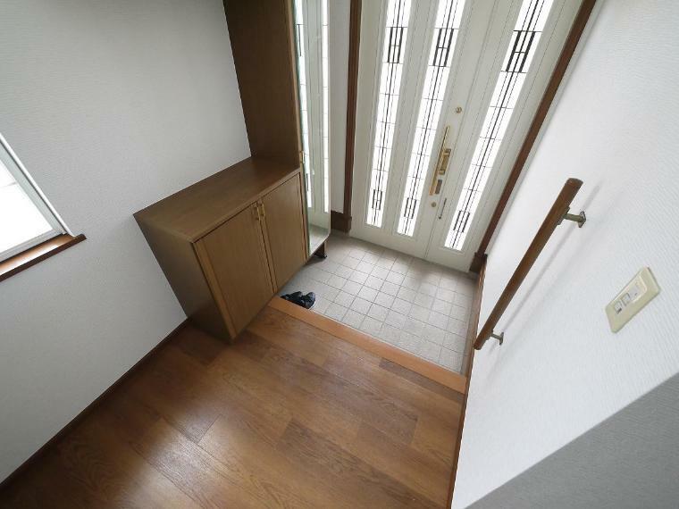 玄関 いつも気持ち良くご家族を迎えられる玄関収納付