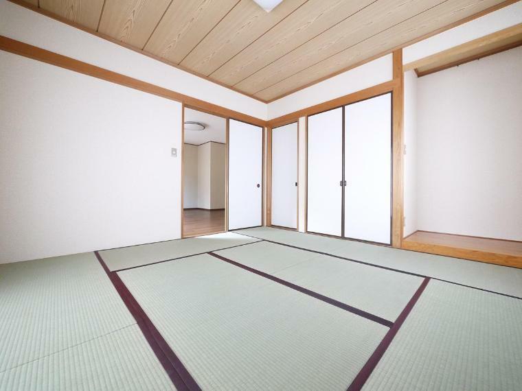 和室 仕切りを開けると家族団らんの開放的空間。閉めれば固有のスペースが作れます
