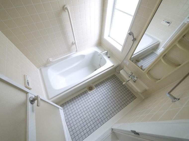 浴室 一日の疲れを癒す浴室は広々1坪以上