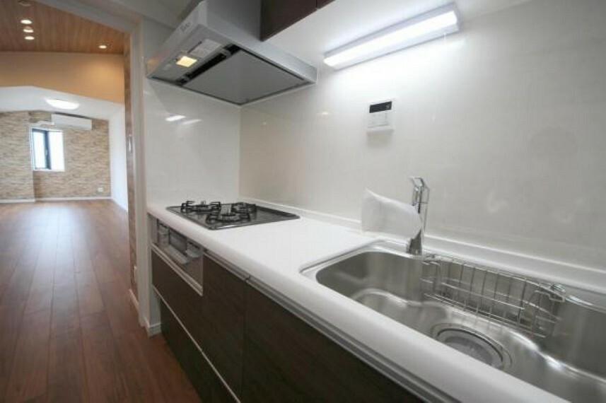 キッチン 新しいシステムキッチンでお料理や後片付けが気持ち良く出来ます
