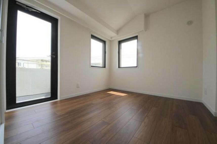 2面採光で明るく、爽やかな風が舞い込むお部屋