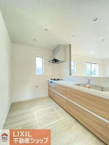 キッチン 対面式キッチンなので、ご家族の様子を見ながら調理や片付けができます。