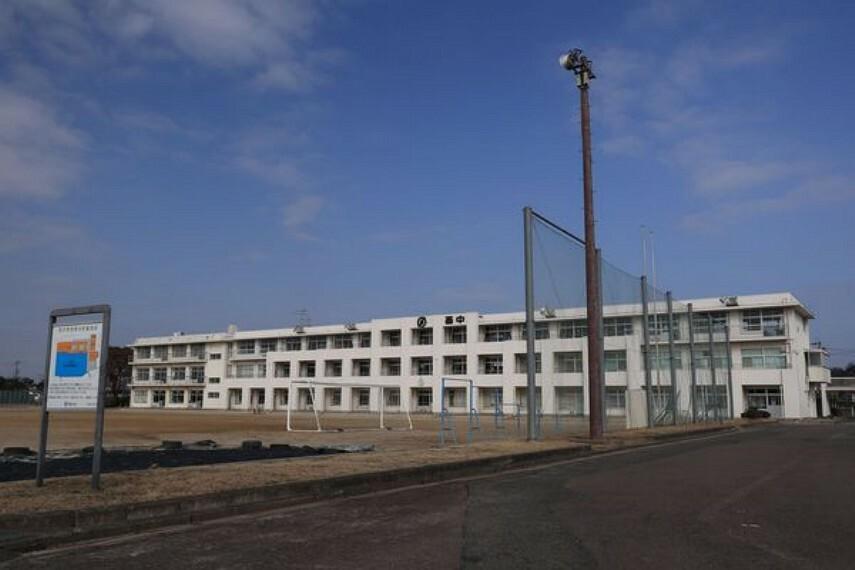 中学校 西中学校 西中学校まで650m(徒歩約9分)