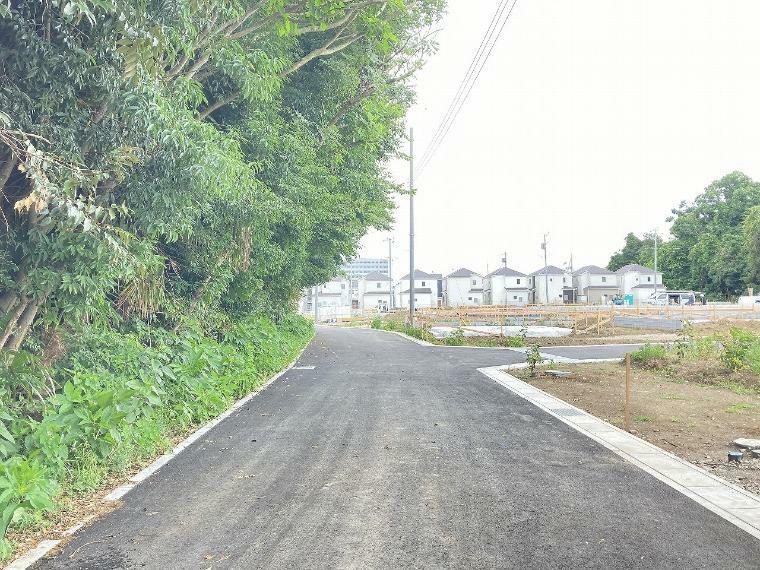 現況写真 【前面道路】北東側幅員約5.50m公道(セットバック済 2.70m)