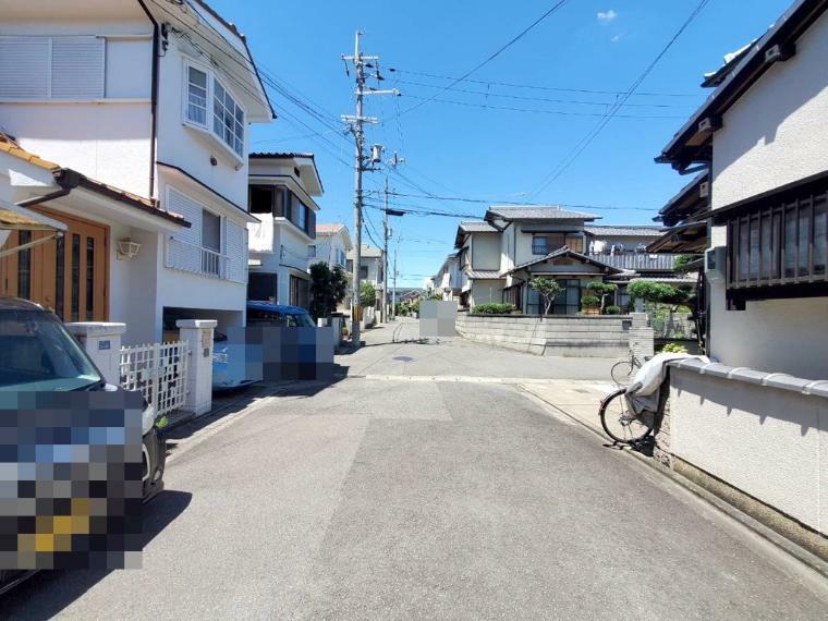 現況写真 現地土地写真(上物有) 近隣は区画整う閑静な住宅街です!まわりは子育て世代の集まる分譲地!