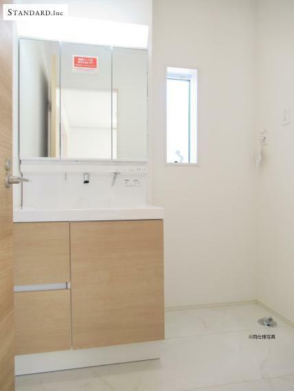 洗面化粧台 【同仕様写真】シャンプードレッサー付き洗面化粧台・サニタリー壁面収納