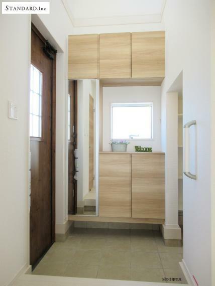 玄関 【同仕様写真】断熱仕様玄関ドア・玄関収納ミラー付き・Wロックカードキー