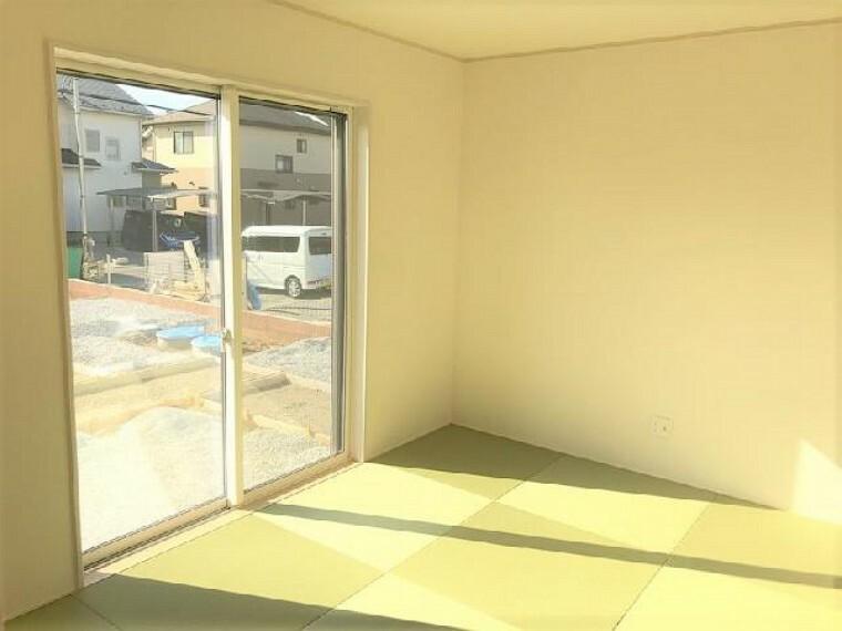 A号棟:和室(同仕様施工例)・・・リビングと分離型の6帖の和室は、琉球風畳になっていますので、お洒落ですよ!