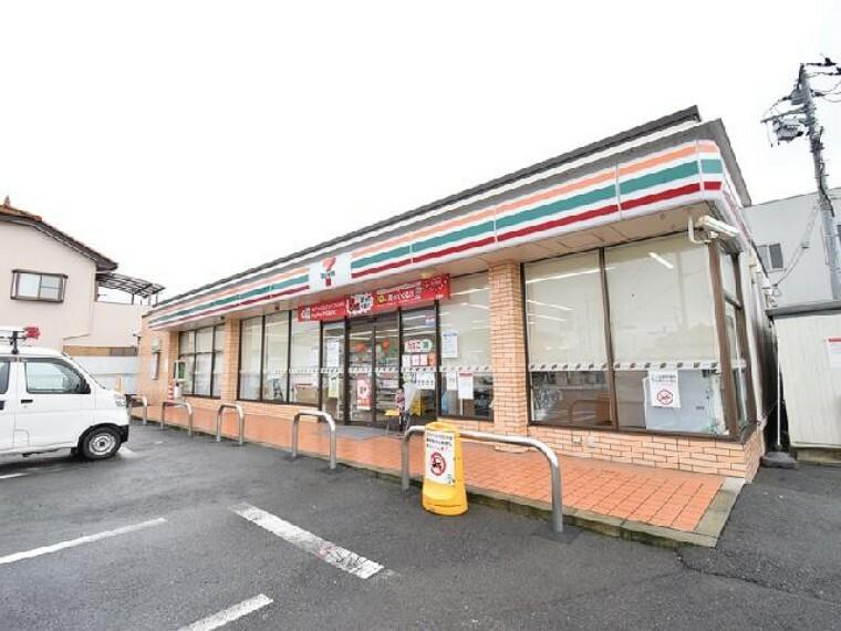 セブンイレブン倉賀野上町店・・・徒歩6分圏内にコンビニ!急なお買い物に便利な距離ですね。