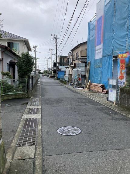 現況外観写真 前面道路は約4.5mです。