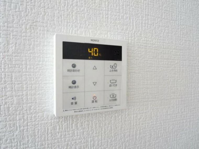発電・温水設備 (同仕様写真)給湯パネルはお風呂とキッチンの2ヶ所設置します。家事をしながらスイッチポンでお風呂のお湯張りもできますよ。自動停止でうっかり止め忘れも防げます。