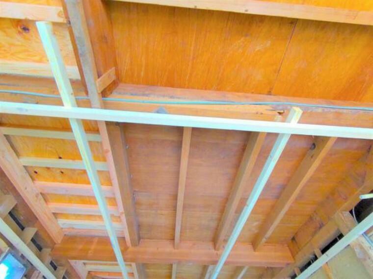 現況写真 【9月11日リフォーム中】天井も落として中まで点検を行いますので、安心ですね。