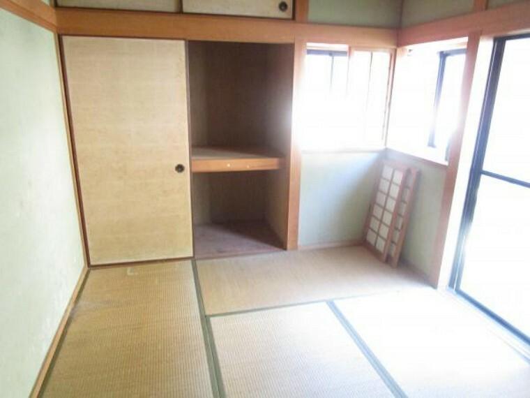 和室 【リフォーム前写真】1階和室は畳表替え、襖張替え、天井・壁はクロス張替えを行います。客間や、おじいちゃんおばあちゃんのお部屋としてもぜひ。