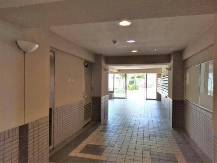 ロビー 【共用部】1階共用部、ロビー付近です。各共用部がゆったり設計されていて、綺麗なマンションです。