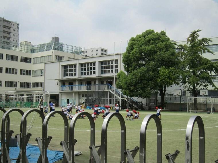 小学校 【小学校】文京区立駕籠町小学校まで496m
