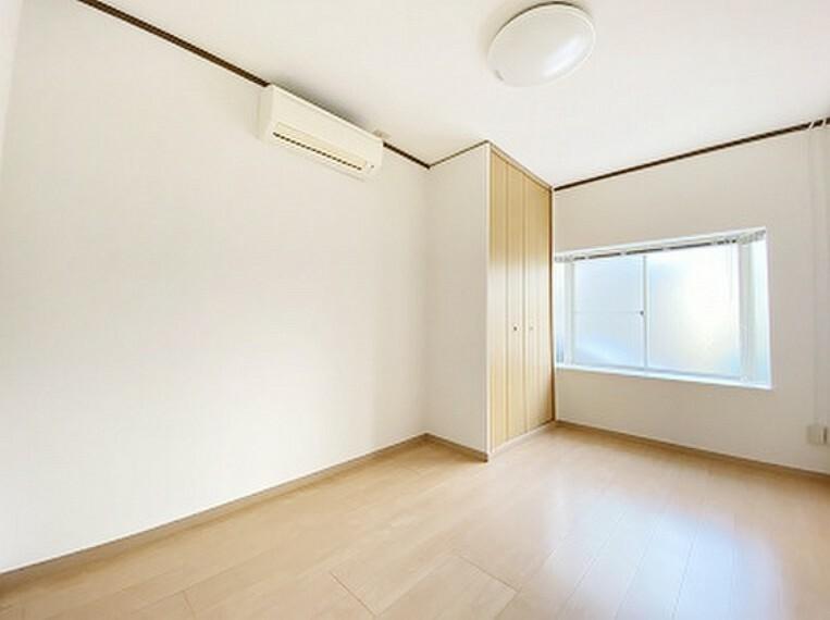 居間・リビング 外壁塗装・1階フローリング張替・室内壁天井クロス張替