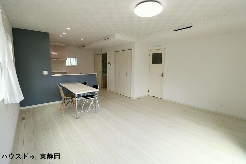 居間・リビング 全館空調システムで季節を問わない快適な室温