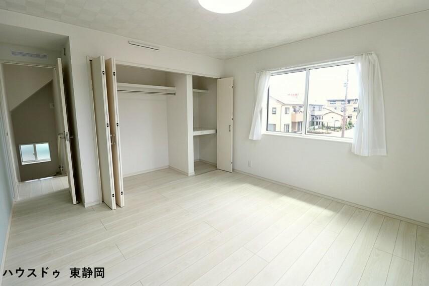 寝室 8.5帖洋室。