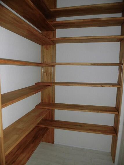 収納 パントリーのように使えて日用品や食材のストックに便利なスペースです