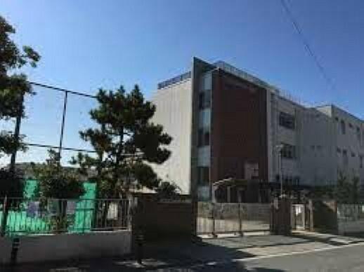 小学校 足立区立中川小学校 徒歩2分。