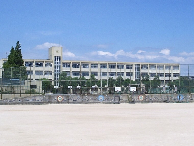 中学校 【中学校】長坂中学校まで424m